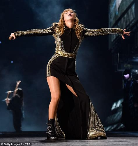 taylor swift reputation tour uk taylor swift dazzles in sexy chain gown on reputation tour