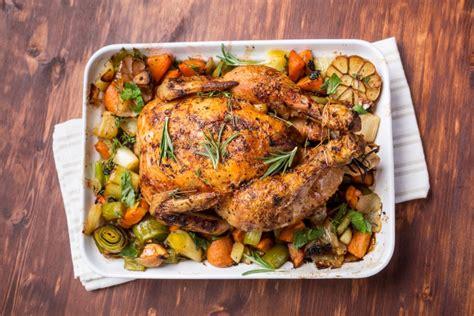 come cucinare il tacchino al forno pollo ripieno al forno succulento pollo arrosto con