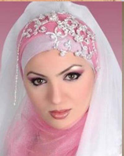 Jilbab Modern Terbaru December 2011 Novia Hyat Khan