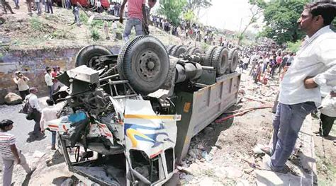 mumbai car crash mumbai bangalore highway three of mumbai family