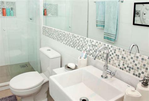 azulejo no banheiro banheiros decorados azulejos pastilhas e faixas