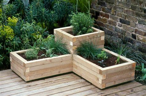Corner Garden Planters by 20 Diy Wooden Planter Boxes For Your Yard Or Patio