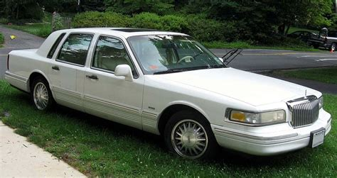 how do i learn about cars 1996 lincoln mark viii security system file 95 97 lincoln town car jpg wikimedia commons