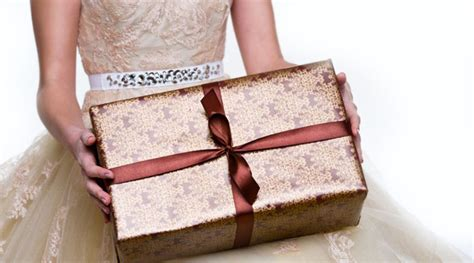 Wedding Gift Exchange Ideas by 11 Unique Creative Wedding Gift Ideas On A Cheap Budget