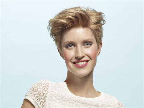 short hairstyle with ear length hair and an all exposed face