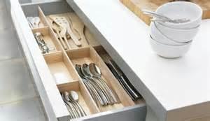 rangements pour couverts et ustensiles dans la cuisine