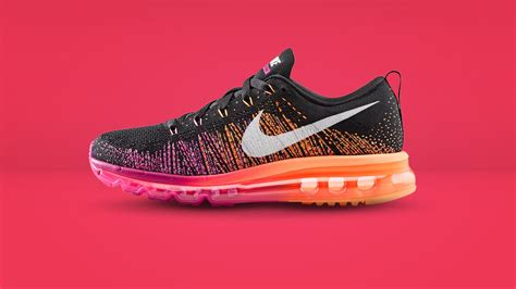 air max fly knits elisabetta canalis shows toned figure in clingy