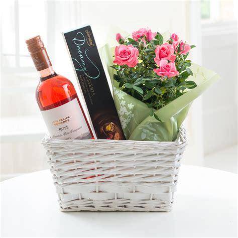 rose wine gift set flyingflowers co uk