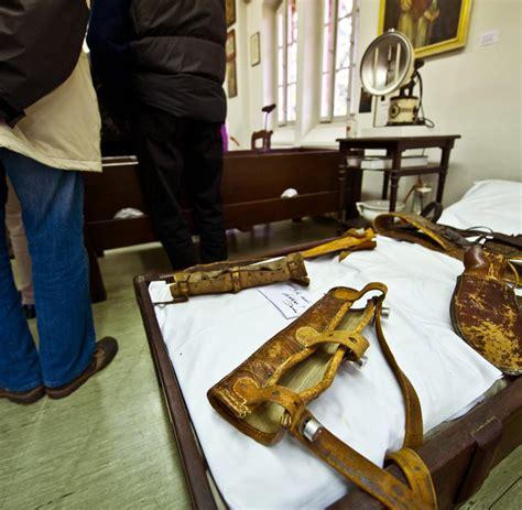 fesseln am bett medizingeschichte museum zeigt dunkles kapitel der