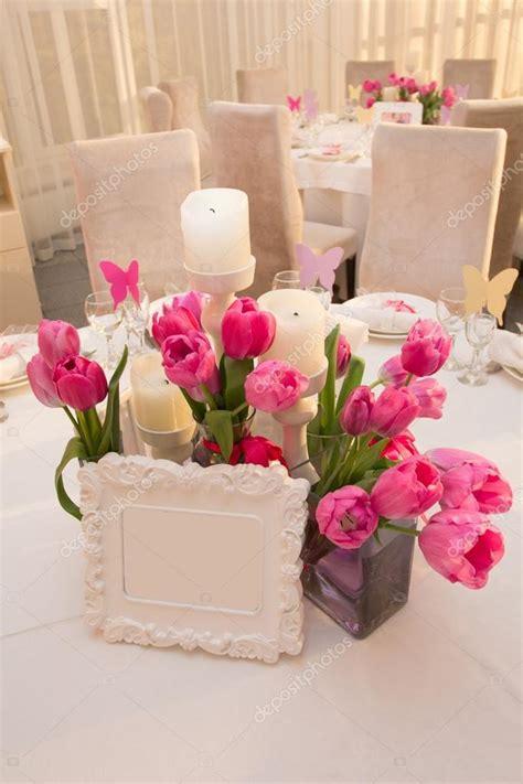 tavola apparecchiata per matrimonio tavola di nozze decorazione nei colori rosa tavola