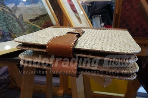 China Now Berbisnis Di Pasar Paling Dinamis Di Dunia fatchurohman sulap kain batik bekas jadi kolase bernilai jutaan rupiah inspirasi bisnis anda
