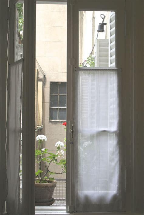 visillos de gasa  fantasia  ventana antigua de