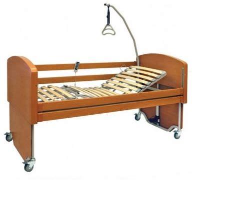 letto con doghe letto elettrico da degenza con doghe in legno