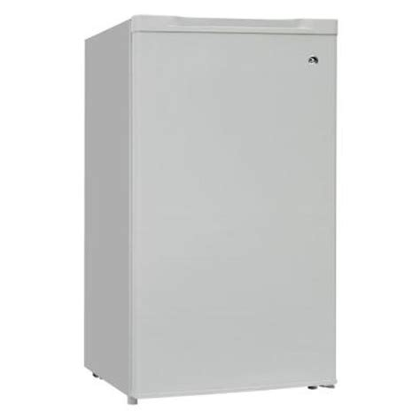 igloo 2 8 cu ft upright freezer in white frf285 the
