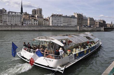 bateau mouche bus paris riding along the seine on the batobus food lover s odyssey