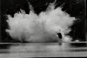 Water Speed Record Deaths Sir Malcom Cbell S Grandson Takes The Bluebird Back To Pendine Sands Daily Mail