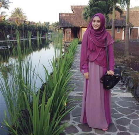 Jilbab Syari Yulia Rachman style til stylish dengan syar i ala