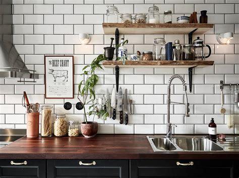 piastrelle bianche cucina foto piastrelle bianche con fughe nere di rossella