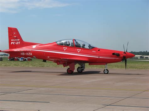 file pilatus pc 21 fairford2006 arp jpg wikimedia commons