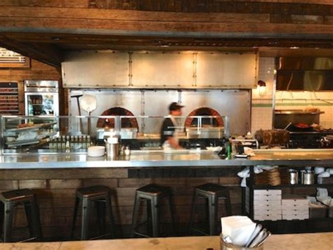 los angeles urbano pizza bar carves out a niche in the