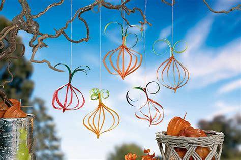Herbstdeko Fenster Vorlagen by Herbstdeko Basteln K 252 Rbis H 228 Nger Aus Papier Familie De