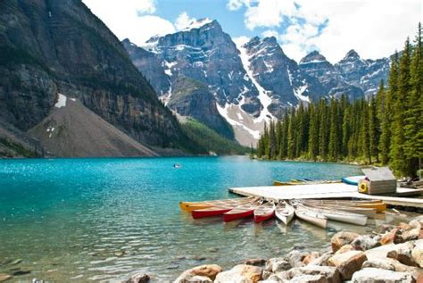 lake louise boat rental boat rental at lake moraine foto van moraine lake lake