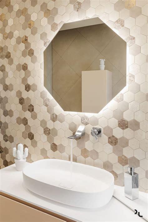 fliesen sechseckig holz modern badezimmer spiegel beige fliesen sechseckig