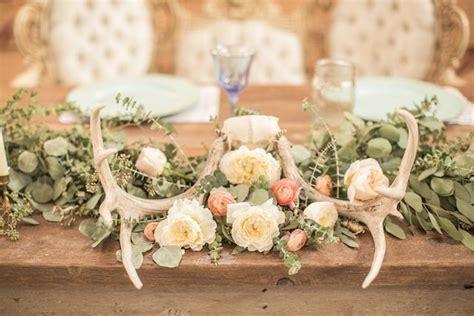vintage floral print barn wedding   Rustique Reception