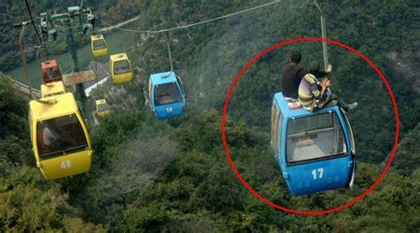 Ac Duduk China uji nyali pria ini nekat duduk diatas kereta gantung
