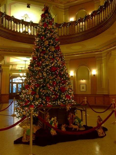 main building christmas tree news notre dame news