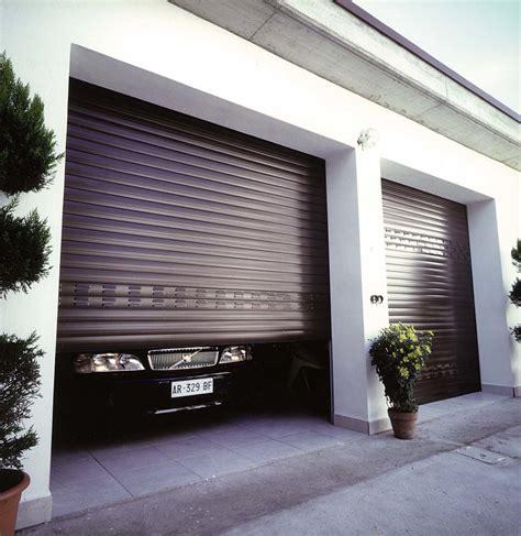Il Garage by Come Scegliere I Serramenti Per Il Garage Idee Porte Garage