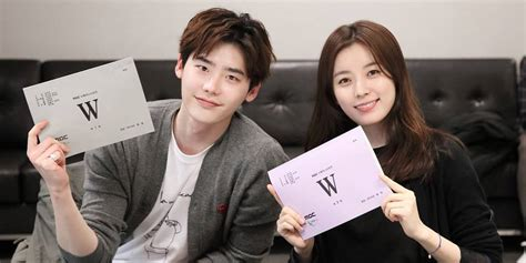 film yg dibintangi lee jong suk dan park shin hye drama w releases still cuts of lee jong suk and han hyo