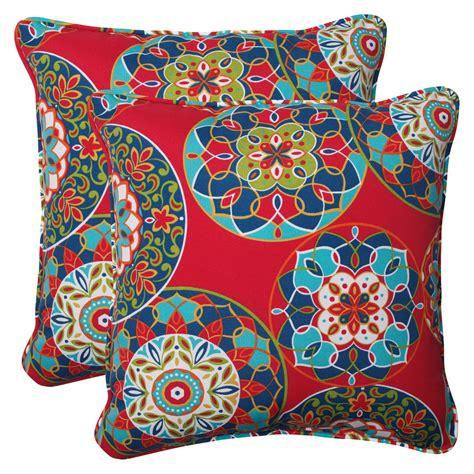 decorate outdoors  fall  pillows  throws hgtv