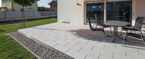 untergrund für terrassendielen terrasse pflastern idee
