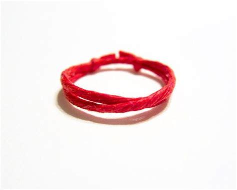 25  unika Red string bracelet idéer på Pinterest   Kularmband, Armband och Smycken av kulor