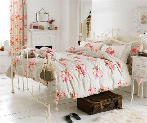 bettdecke vintage schlafzimmer im shabby chic wohnstil einrichten ein