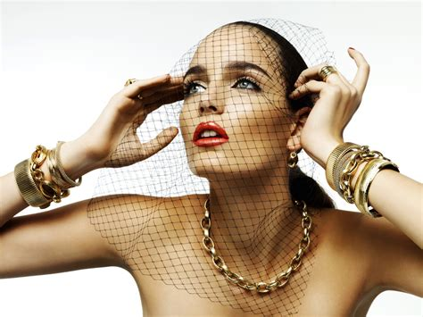 pictures of older women wearing jewelry why publisher cond 233 nast invests in jewelry start up ren 233 sim