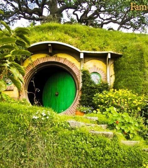 hobbit houses hobbit house casa pinterest
