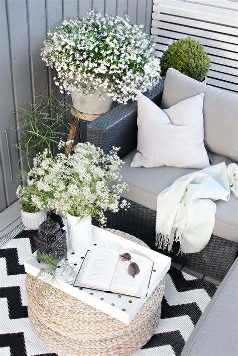 Decorate A Small Patio by 25 Best Ideas About Small Patio Decorating On