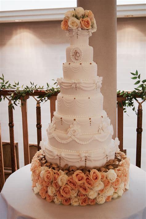 wedding cake trends   hall  cakes