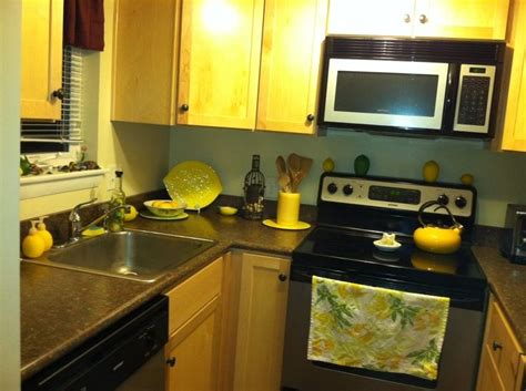 Kitchen Items With Lemons Best 25 Lemon Kitchen Decor Ideas On Lemon