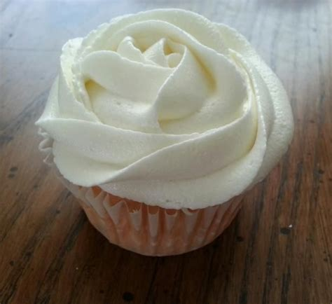 vanilla buttercream frosting from sprinkles cupcakes