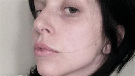 Inez Eyeshadow No 1 gaga zeigt sich ungeschminkt jpg