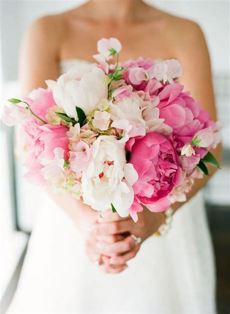 peonies bouquet 25 best ideas about peonies wedding bouquets on