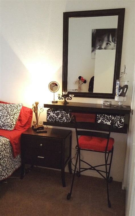 bedroom makeup vanity ideas 25 best ideas about small vanity table on pinterest