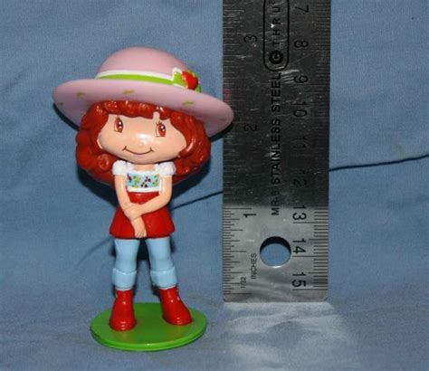 Figure Mainan Strawberry Shortcake Family 1000 images about figurine follies on strawberry shortcake auction and ponies