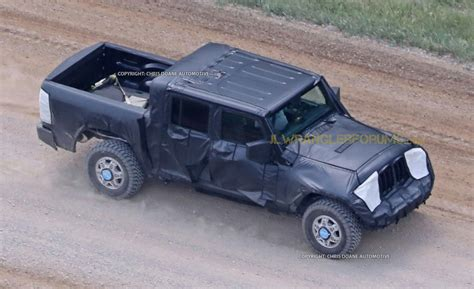 new jeep truck first glimpse new jeep wrangler pickup spied