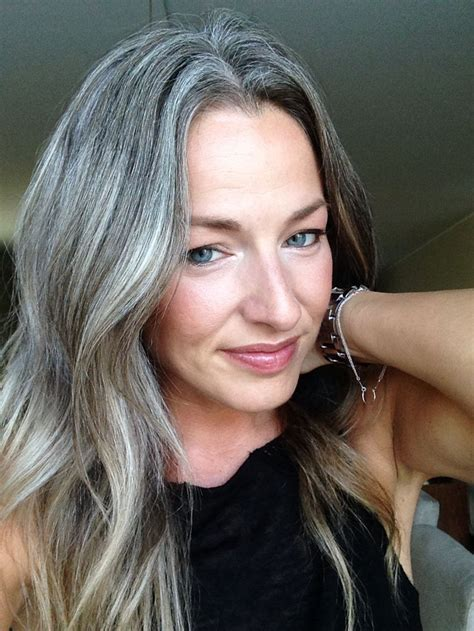 frosting hair to blend gray roots the 25 best frosted hair ideas on pinterest gray hair
