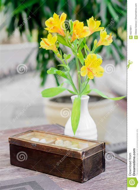 Sugar Vase by Style Sugar Capacity With Yellow Flower In Vase On The