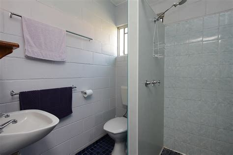 self contained bathroom small self contained unit seaforth holiday units